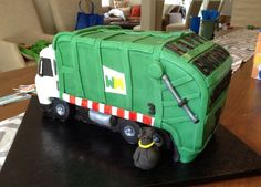 garbage truck cake https://www.flickr.com/photos/graciescakes/8571154154/