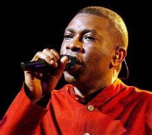 """Youssou Ndour - Chanteur sénégalais / Senegalese singer / Chanteur Africain / African singer Auteur-compositeur sénégalais. On dit de Youssou N'Dour qu'il est le musicien africain le plus célèbre du monde. On l'a découvert avec le titre 'Seven seconds"""" en duo avec Neneh Cherry. Il est également ministre conseiller du président Macky Sall et créateur de la chaîne de télévison TFM."""