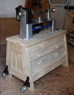 Bought the lathe a while back and finally got around to making the lathe stand. Went to the big box stores to get some wood and was surprised to see that beetle kill pine had made its way into the store. Wooden Pallet Projects, Lathe Projects, Diy Projects, Learn Woodworking, Woodworking Plans, Woodworking Projects, Woodworking Magazine, Tool Bench, Bench Plans