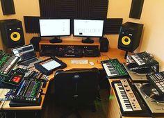 Cool studio for dj's. ⏮⏪▶️⏸⏹⏩⏭#studio #music #dj #producer #roland