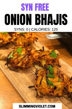 Slimming World Onion Bhaji Recipe - Syn Free - Planning a Syn free curry night? These Slimming World onion bhajis have just 125 calories per servi - Slimming World Vegetarian Recipes, Slimming World Dinners, Slimming Eats, Slimming Recipes, Healthy Recipes, Slimming World Groups, Slimming World Free Foods, Slimming Word, Healthy Foods