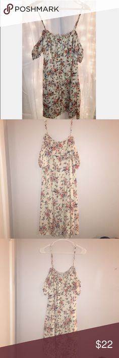 American Eagle Floral Off The Shoulder Dress I got this dress at American Eagle. Didn't fit when I bought it and now it's too big! Cream with a pretty floral print all over. Has spaghetti straps and then short sleeves that sit off the shoulder. It zips closed on the side. Has buttons down the front that don't actual open. Light weight material and perfect for the spring!   Never been worn, still has tags. It's a 16 but definitely fits more like a 14 in my opinion. Flowy but not much stretch…