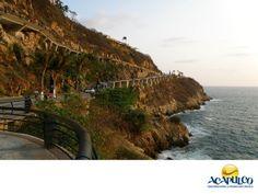 #acapulcoatravesdelahistoria La avenida Adolfo López Mateos en Acapulco. ACAPULCO A TRAVÉS DEL TIEMPO. La avenida Adolfo López Mateos de Acapulco, fue construida a principios de la década de los años sesenta con el fin de comunicar tanto vehicular como peatonalmente, la Plaza de La Quebrada y la Playa La angosta. Le da la vuelta al Cerro de la Pinzona y también es conocida como La Vereda Tropical. Te invitamos a conocer más sobre el maravilloso puerto de Acapulco. www.fidetur.guerrero.gob.mx