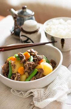 Nikujaga – Japanese Beef and Potatoes 肉じゃが Asian Recipes, Beef Recipes, Cooking Recipes, Ethnic Recipes, Japanese Recipes, Asian Foods, Gourmet Recipes, Recipies, Kitchen