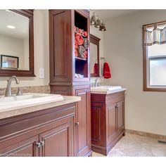 redheaded_re1950s #craftsman #duplex in #VanWA #forsale Lincoln Neighborhood Main house with 2,238 sq ft and second unit 1,738 sq ft PLUS full basement on both sides, partially finished. $620k Call to see now 360.904.8497