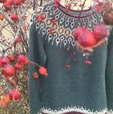 Buy 2 patterns, get 1 free! To receive your free pattern, add 3 patterns to your cart at the same time and the discount will apply before checkout. Knit In The Round, Pattern Library, Color Combos, Ravelry, Free Pattern, Floral Tops, Wool, Instagram Posts, Sweaters