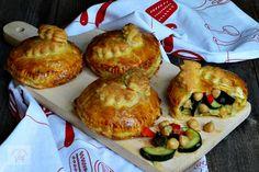 Placinta cu branza proaspata de vaci - CAIETUL CU RETETE Romanian Food, Muffin, Appetizers, Breakfast, Archive, Diet, Food, Recipes, Roasted Almonds