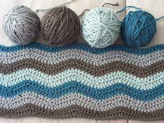 Blanket Neat ripple blue and grey by pontinhos meus, via Flickr