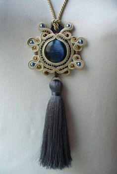 .medallon de soutache Tassel Jewelry, Metal Jewelry, Beaded Jewelry, Jewelery, Handmade Jewelry, Soutache Pendant, Soutache Necklace, Soutache Tutorial, Ideas Joyería
