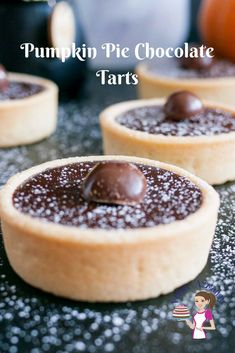 These pumpkin pie chocolate tarts are mini tartlets filled with a chocolate based pumpkin pie filling. The rich flavors of cinnamon, nutmeg, ginger in these Types Of Desserts, Köstliche Desserts, Delicious Desserts, Yummy Food, Tasty Meals, Easy Pie Recipes, Best Dessert Recipes, Pinterest Dessert Recipes, Chocolate Tarts