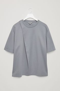 COS image 4 of T-shirt with fold detail in Slate Blue Fashion Details, Love Fashion, Fashion Outfits, Mens Fashion, Minimal Outfit, Minimal Fashion, Winter Date Outfits, Latest Clothes For Men, Sweater Shirt