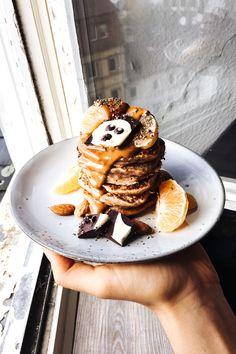 Die Dinkel-Bananen-Pancakes sind einfach zu machen und man benötigt nur wenige Zutaten. Sie sind außerdem wunderbar saftig, fluffig und super lecker!