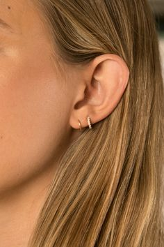 These beautiful hammered Arch earrings are minimalist and elegant. I form these earrings into a very flattering arch-like shape and hammer out the front side of Pretty Ear Piercings, Ear Piercings Chart, Double Ear Piercings, Ear Peircings, Types Of Ear Piercings, Ear Piercings Cartilage, Double Cartilage, Tongue Piercings, Dermal Piercing