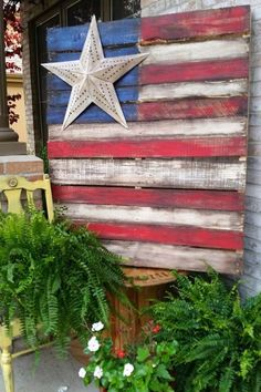 Wooden Pallet Projects pallet flag with single star - It's easy to paint a pallet flag for July Memorial Day and Flag day. I have some fun ways to add stars and tips for building and painting your pallet. Patriotic Crafts, July Crafts, Holiday Crafts, Diy And Crafts, Americana Crafts, Patriotic Party, Summer Crafts, Holiday Ideas, Christmas Gifts