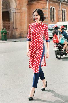 áo dài cách tân độc đáo, áo dài tết tại tiệm may nắng Vietnamese Traditional Dress, Vietnamese Dress, Traditional Dresses, Oriental Fashion, Ethnic Fashion, Asian Fashion, Kurta Designs, Pakistani Dresses, Mannequins
