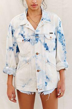 Need Some Vintage Denim? Don't you feel nostalgic sometimes when looking at old denim images? Tie Dye Jeans, Tie Dye Jackets, Blue Tie Dye, Tie Dyed, Love Jeans, Denim Jacket Men, Denim Outfit, Bermuda, Vintage Denim