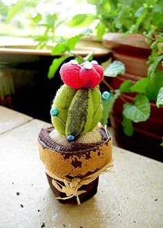 Cactus Pincushion Tutorial on Meijo's Joy at http://meijosjoy.blogspot.com/2012/03/cactus-pincushion-tutorial.html