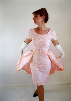Vintage 1950s wedding dress - love this! From gogovintage store on Etsy