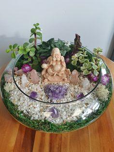 Crystal Room, Crystal Decor, Crystal Gifts, Crystals And Gemstones, Stones And Crystals, Crystal Garden, Crystal Terrarium Diy, Mini Zen Garden, Spiritual Decor