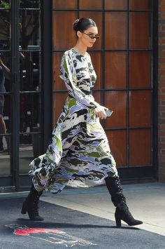 KENDALL JENNER SHOWS US HOW TO ROCK A PRINT DRESS #kendalljenner #kendalljennerstyle