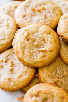 You've Never Tasted Anything Like These Salted Vanilla Toffee Cookies - Salted toffee cookies - Toffee Cookie Recipe, Salted Caramel Cookies, Toffee Cookies, Vanilla Cookies, No Bake Cookies, Salted Cookies Recipe, Yummy Cookies, Toffee Bits Recipe, Vanilla Cookie Recipe