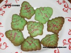 Spritz Cookies (Butter Cookies, Christmas Cookies) these are my favorite Christmas cookies, but my recipe is a tad different. Retro Recipes, My Recipes, Cookie Recipes, Easter Recipes, Indian Recipes, Baking Recipes, Recipies, Holiday Treats, Christmas Treats