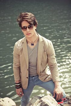 new trending amazing Action Hero Tiger Shroff pic collection - Life is Won for Flying (wonfy) Indian Celebrities, Bollywood Celebrities, Bollywood Stars, Bollywood Fashion, Bollywood News, Tiger Shroff Body, Tiger World, Formal Dresses For Men, Tiger Love
