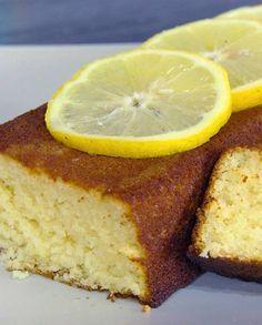 Cake sans gluten pour 6 personnes - Recettes Elle à Table Lemon Desserts, Dessert Recipes, Cake Sans Gluten, Pate A Cake, Gateaux Cake, Foods With Gluten, Vegan Cake, Banana Bread, Cafe Interior