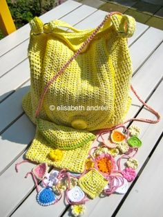 Crochet Yellow Bag - scroll down the page for a brief explanation how to make a bag like this
