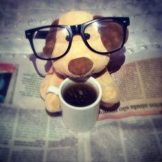 Tux e sua leitura matinal