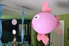 Peixe e polvo feitos de bexigas para festas Fundo do Mar - Dicas pra Mamãe