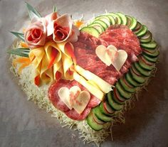 This Valentines Day try these heart shaped party food, desserts, & other heart shaped food ideas. Party Trays, Snacks Für Party, Party Appetizers, Meat Appetizers, Party Recipes, Appetizer Recipes, Party Finger Foods, Party Desserts, Party Party