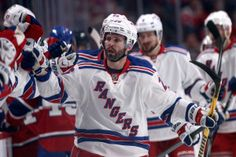 Martin St. Louis continues to inspire with opening goal
