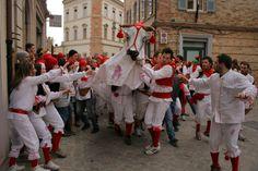 Manca poco! Venerdì 13 Febbraio, Offida, Bove Finto! #Offida #CarnevaleStorico #Carnevale #BoveFinto #AscoliPiceno #Marche