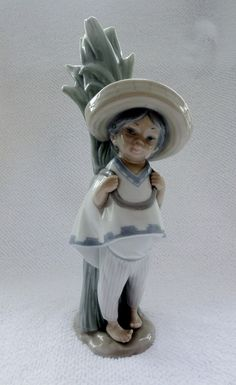 LLADRO PANCHITO RARE RETIRED 1980   Beautiful Lladro 'Panchito' porcelain figure of a boy wearing a sombrero. Fully stamped on base.  Issue Year: 1970 Retirement Year: 1986 Sculptor: Vicente Martínez Approx Size: Height 11″
