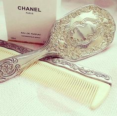 :D THAT IS THE MOST BEAUTIFUL BRUSH IN THE WORLD!!!!!!!!!!!!!!!!!!!!!!!!!!!!!!!!!!!