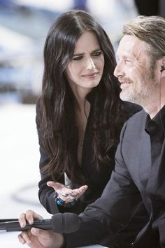 Eva Green gives ol' Mads the WTF? face.
