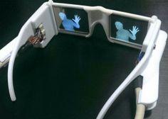 Cientista que inventou o óculos 'da visão' recebe prêmio
