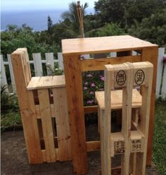 reclaimed pallet projects   Pallet Projects Table and Stools
