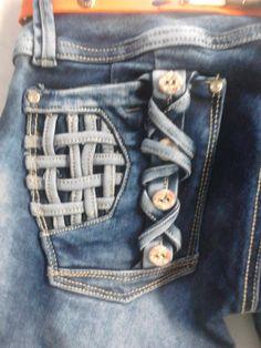 diseño de #bolsillo de #pantalon jeans para mujer, con tiras en contraste y corte abajo con tira ancha #modazeus