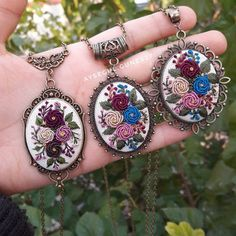 Embroidery Jewelry, Crewel Embroidery, Ribbon Embroidery, Embroidery Patterns, Polymer Clay Flowers, Stitch Design, Textiles, Diy And Crafts, Like4like