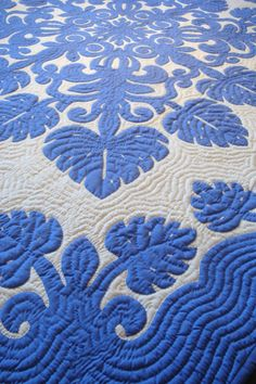 """Blue Hawaii"" Hand Stitched Hawaiian Quilt in Periwinkle Monstera Pattern by serenitymaui - Etsy Hawaiian Quilt Patterns, Hawaiian Quilts, Hand Quilting, Machine Quilting, Hawaiian Art, Hawaiian Leis, Blue Quilts, White Quilts, Applique Quilts"
