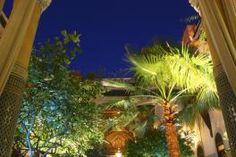 A deux pas de la célèbre place Jamaâ El Fna, le Riad L'Aziza est un petit paradis terrestre, composé de trois chambres et de deux suites au décor typique. Le Riad, Riad Marrakech, Suites, Paradis, Place, Decoration, Bedrooms, Morocco, Decor
