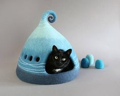 FeltField on Etsy Gifts For Pet Lovers, Cat Lovers, Ghost Cat, Felt Pictures, Cat Cave, House Gifts, Felt Cat, Felt Decorations, Bagan