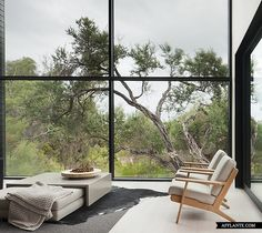Ridge Road Residence // StudioFour | Afflante.com | Inspiration: Peekaboo sofa / ottomans
