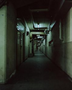 Are you think this is like a horror game? Hospital Tumblr, Dark City, Dark Places, Abandoned Places, Abandoned Buildings, Photos, Pictures, Concept Art, Scenery