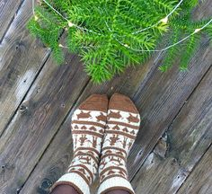 Ravelry: Pepparkakeland pattern by Evelina Roos Knitting Socks, Hand Knitting, Knitting Patterns, How To Start Knitting, Slipper Boots, Knitted Bags, Sweater Fashion, Ravelry, Knitwear