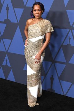 Regina King in a Ralph a Russo Couture at the Academy Governor´s Awards in Hollywood Celebrity Outfits, Celebrity Style, Black Christian Louboutin, Ralph & Russo, Regina King, Gold Gown, Valentino Couture, Long Sleeve Gown, Ralph Lauren Collection