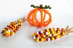 Hi everyone! I'm so excited to share this Thanksgiving kid craft with you today! When we were making our pony bead pumpkins a couple months ago, there was a point where the beads looked like an ear of corn. I knew that we would be making some pony bead Indian corn for Thanksgiving.