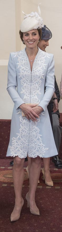 Duchess Kate, in powder blue and lace Catherine Walker coat dress and Jane Taylor hat, attends the Service of Thanksgiving for Queen Elizabeth's Birthday, St. Kate Middleton Stil, Estilo Kate Middleton, Duchess Kate, Duchess Of Cambridge, Lady Amelia Windsor, Princesse Kate Middleton, Kate And Pippa, Herzogin Von Cambridge, Catherine Walker